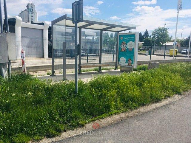 Autobusová zastávka na Trnavskej ulici pred úpravou