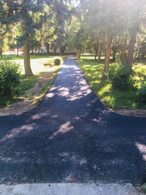 Bežné opravy v meste a prečo je chodník v Zámúdržba spevnených asfaltových chodníkov je len dočasným riešením a nie koncepčným podľa pamiatkarmi schváleného projektuockom parku opäť asfaltový