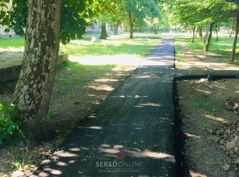 Bežné opravy v meste a prečo je chodník v Zámockom parku opäť asfaltový